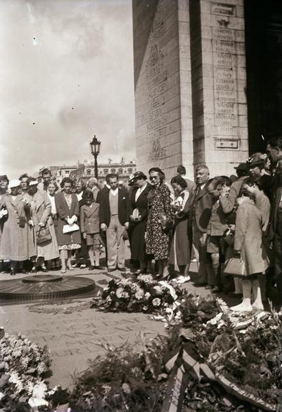 Tomb of the Unknown Soldier, Arc de Triomphe, Paris; 16 Aug 1937