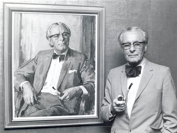 Jerry Wilkes alongside the portrait of himself by Bill Pidgeon in the Journalists' Club, Sydney